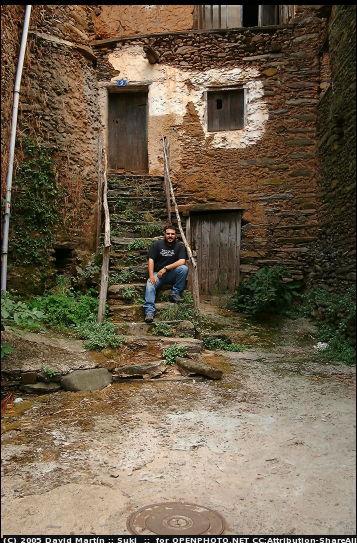 En una escalera de Robledillo de Gata